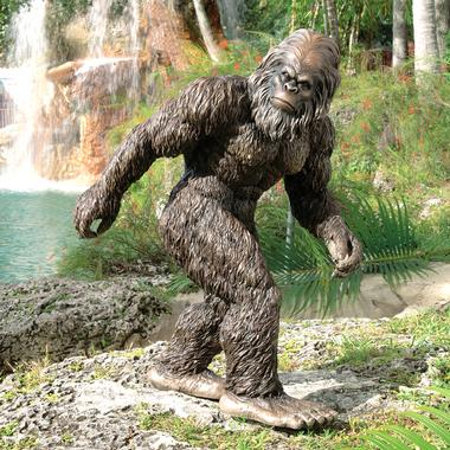 http://www.geekologie.com/2010/01/whys_he_so_small_bigfoot_lawn.php