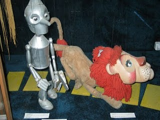 Puppet Lion and Tinman go on a walk